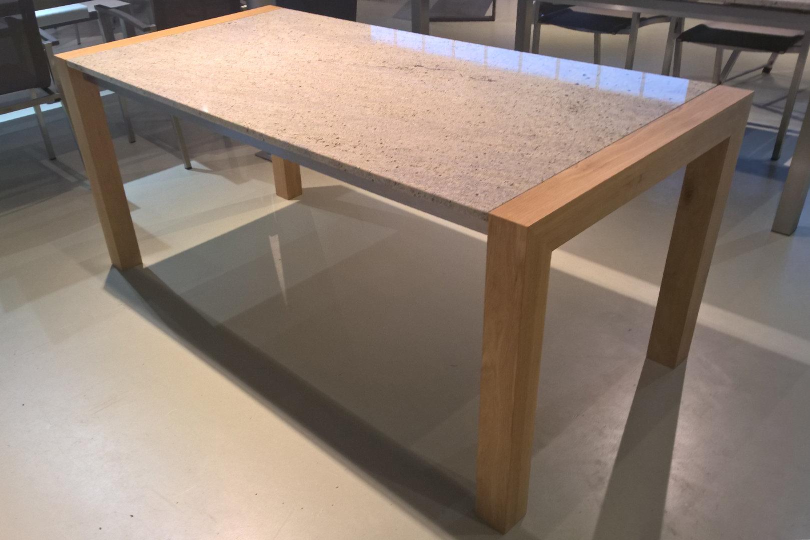 Esstische mit naturstein granit tischplatte alpgranit for Esstisch granit