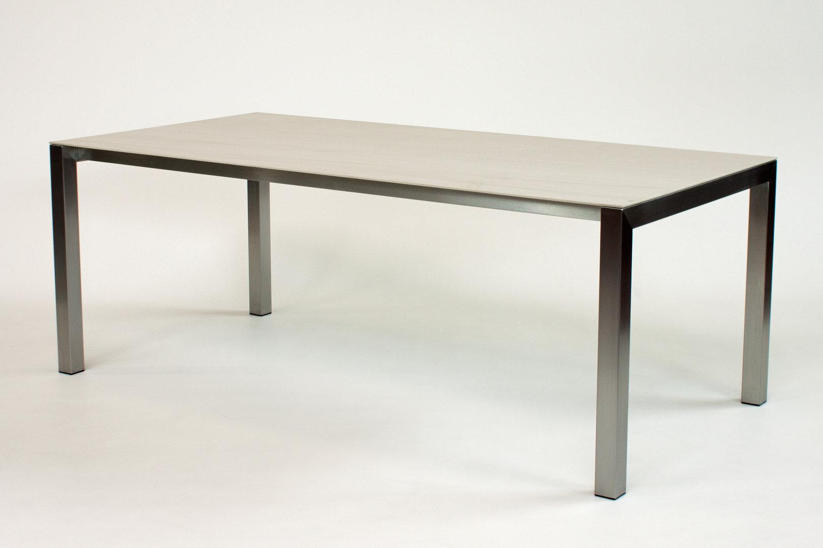 Esstische mit Keramik-Tischplatte